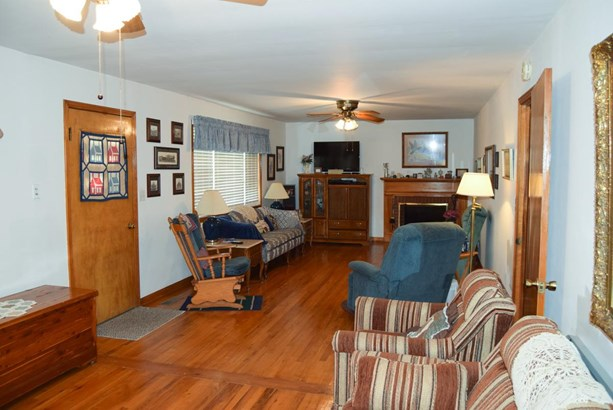 Residential/Single Family - Cunningham, TN (photo 3)
