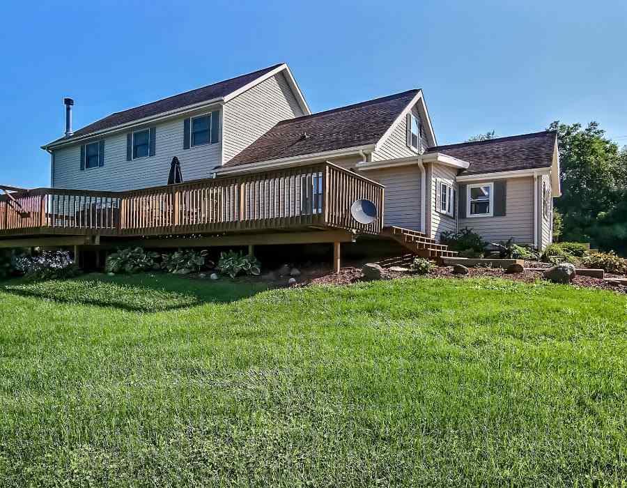 House, 2 Story - LEAF RIVER, IL (photo 1)