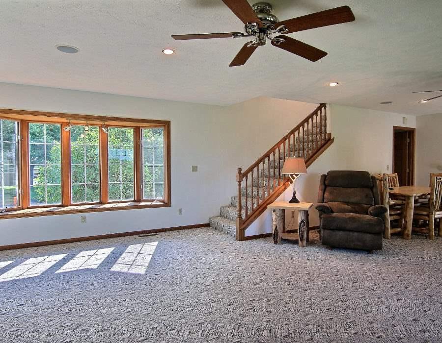 House, 2 Story - LEAF RIVER, IL (photo 3)
