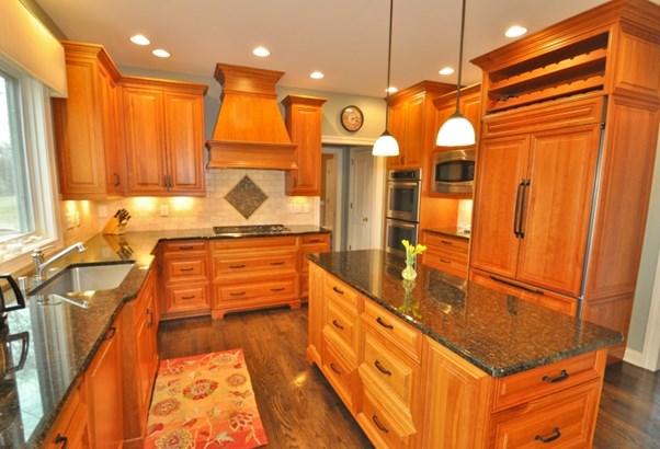 Beautiful Kitchen (photo 4)