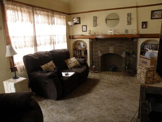 Upper Unit Living Room (photo 2)
