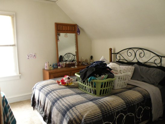 Upper Unit Bedroom (photo 4)