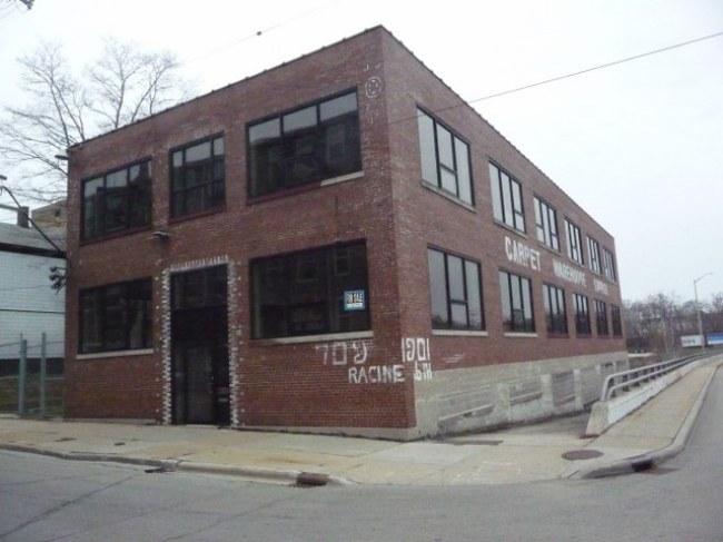 Exterior (photo 2)