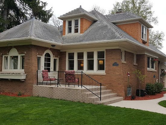 All brick bungalow (photo 1)