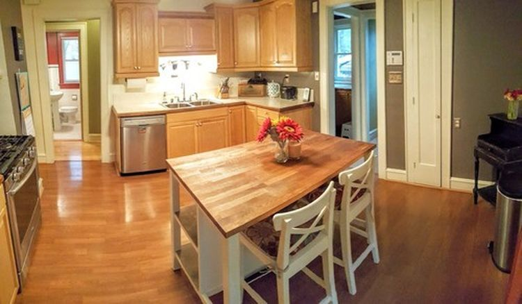 Center Island /stools included (photo 2)