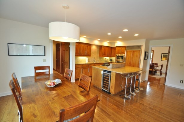 Great Kitchen Space (photo 5)