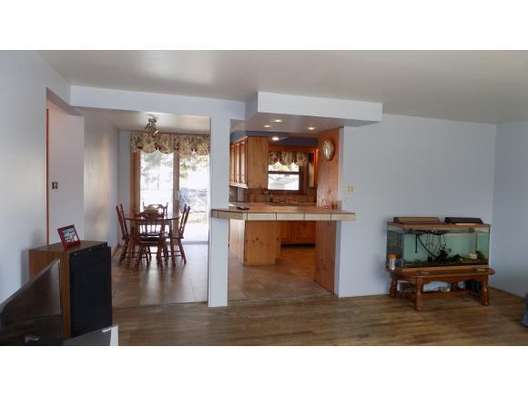 Living room to kitchen (photo 3)