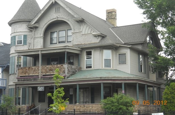 2.5 Story Rooming House (photo 2)