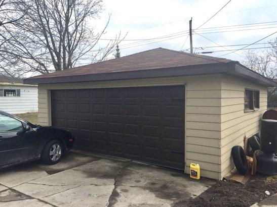 Two Car Garage (photo 3)
