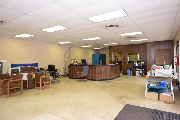 Front Office (photo 4)