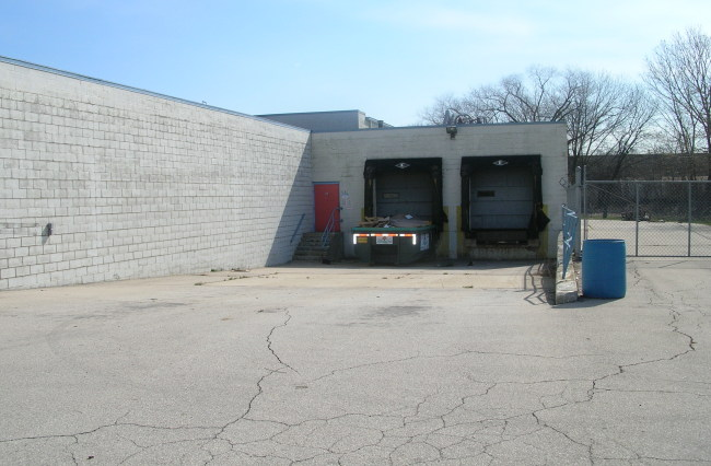 Truck Docks (photo 2)