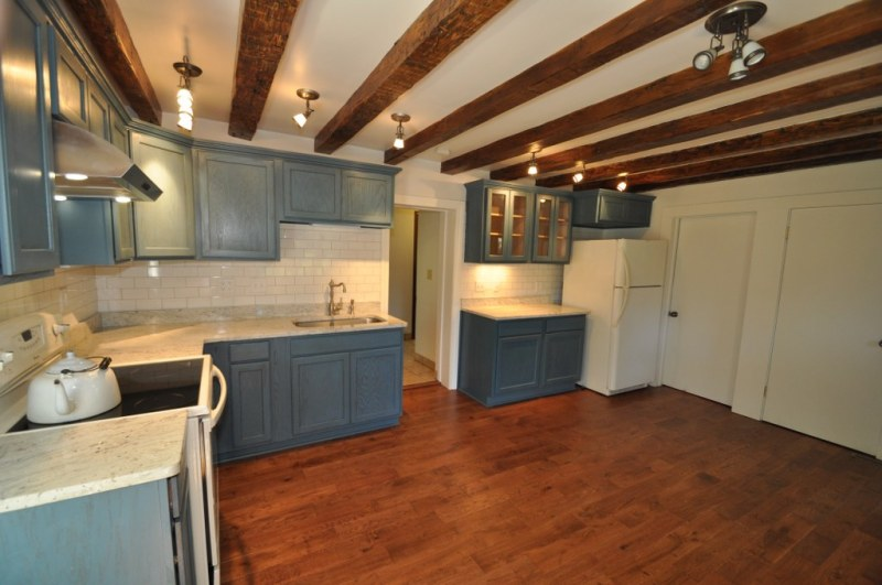Kitchen has Granite Counters (photo 5)