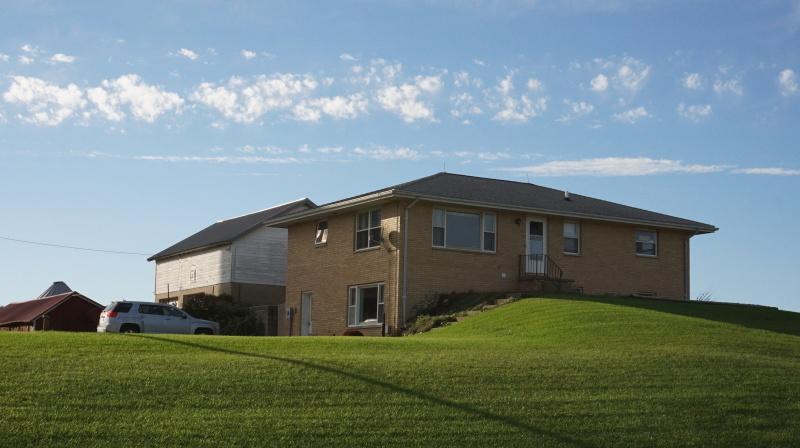 House & Garage (photo 5)