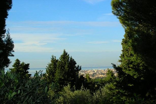 Livorno - ITA (photo 4)