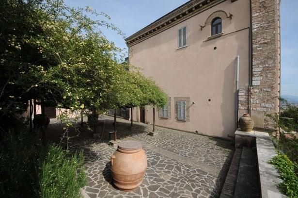 Perugia - ITA (photo 2)