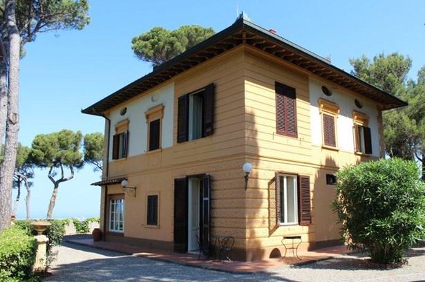 Livorno - ITA (photo 2)