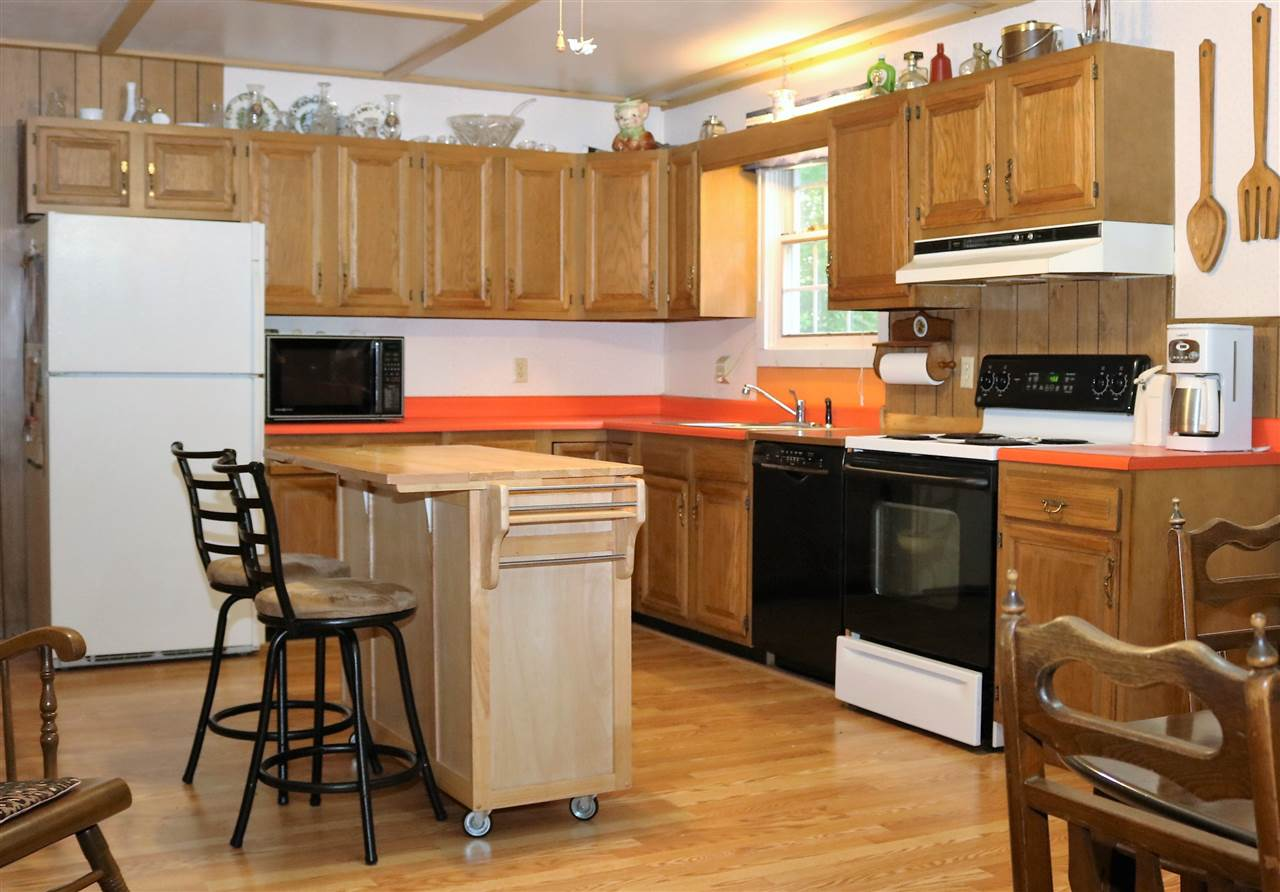 Raised Ranch, Single Family - Gorham, NH (photo 4)