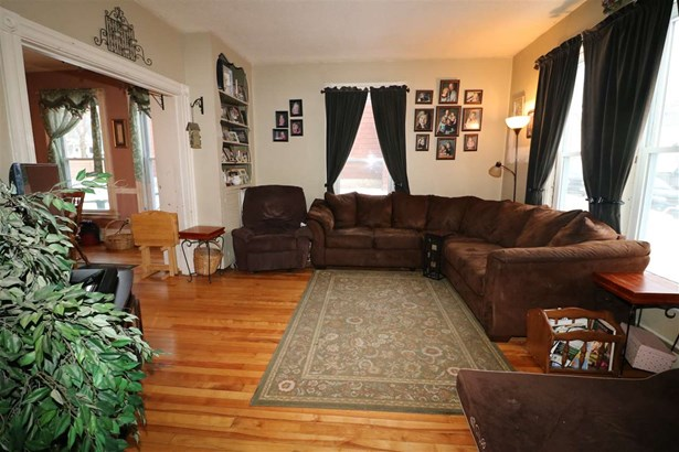 Apartment Building,Duplex,Multi-Level,Walkout Lower Level - Single Family (photo 2)