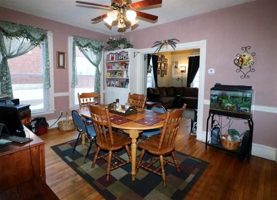 Apartment Building,Duplex,Multi-Level,Walkout Lower Level - Single Family (photo 3)