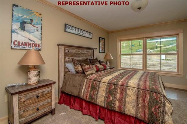 Contemporary,Top Floor, Condo - Conway, NH (photo 3)