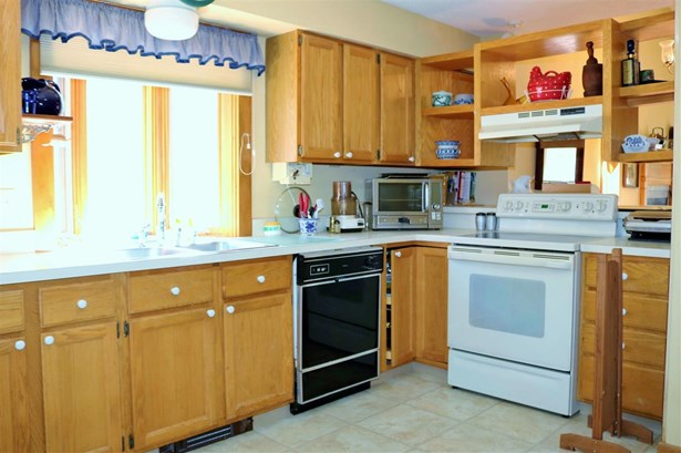 Condo, End Unit,Townhouse,Walkout Lower Level - Berlin, NH (photo 4)