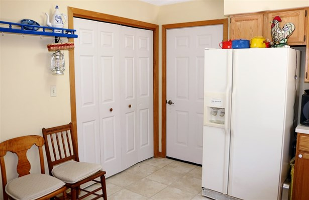 Condo, End Unit,Townhouse,Walkout Lower Level - Berlin, NH (photo 5)