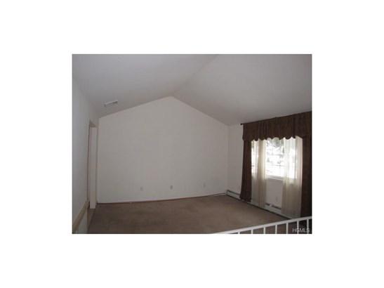 Bilevel, Single Family - Monroe, NY (photo 4)