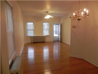 Large open living/dining area (photo 3)