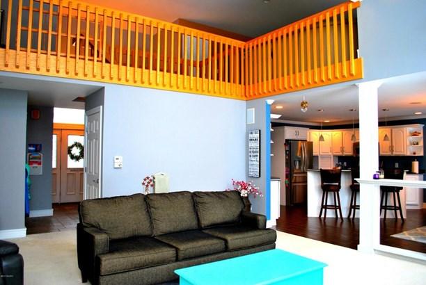 Single Family Residence, Contemporary - Ludington, MI (photo 4)