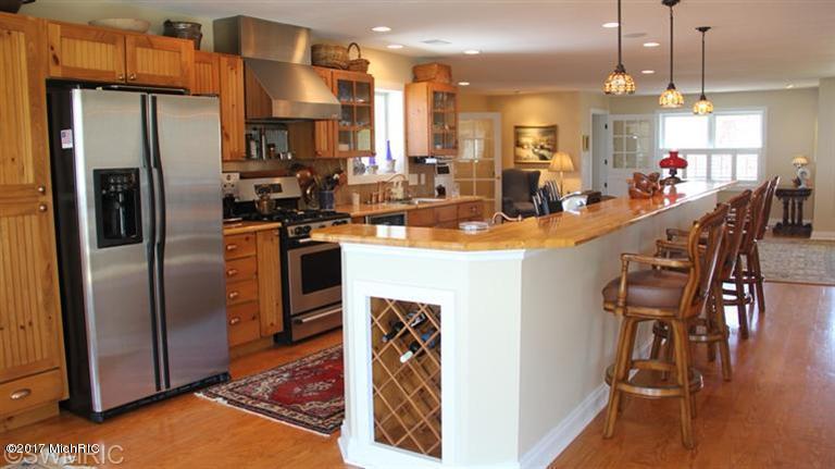 Single Family Residence, Traditional - Ludington, MI (photo 4)