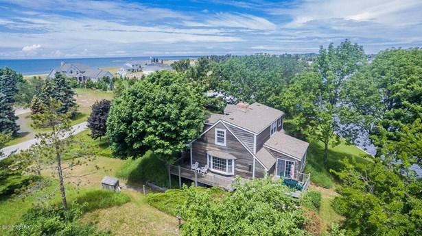 Cape Cod, Single Family Residence - Ludington, MI (photo 1)
