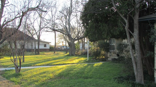 201 S Pine Street, Roanoke, TX - USA (photo 3)