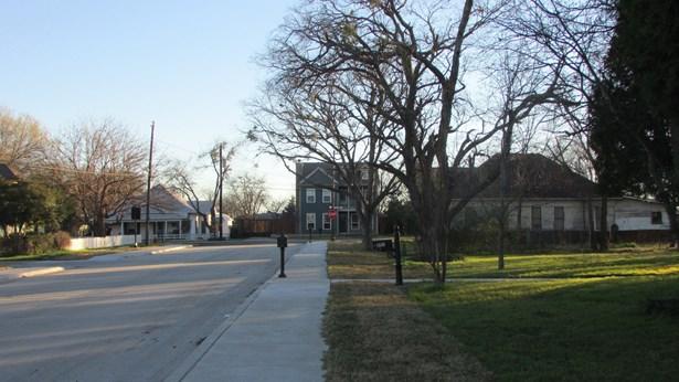 201 S Pine Street, Roanoke, TX - USA (photo 5)