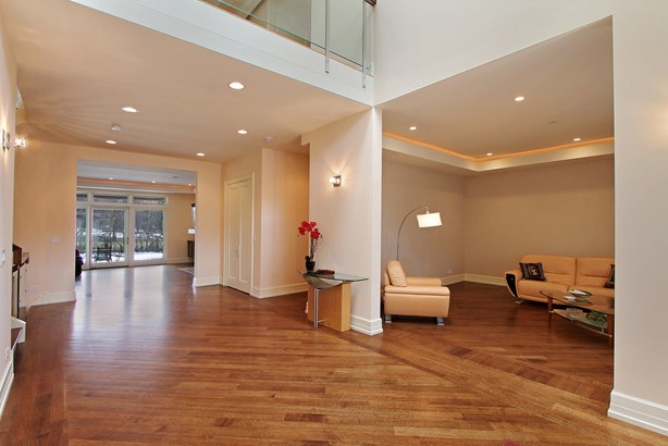 Foyer/Living Room (photo 2)