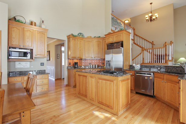 Huge SS Kitchen with granite tops (photo 5)