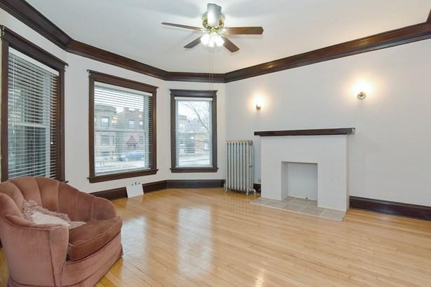 Floor 1 Living Room (photo 3)