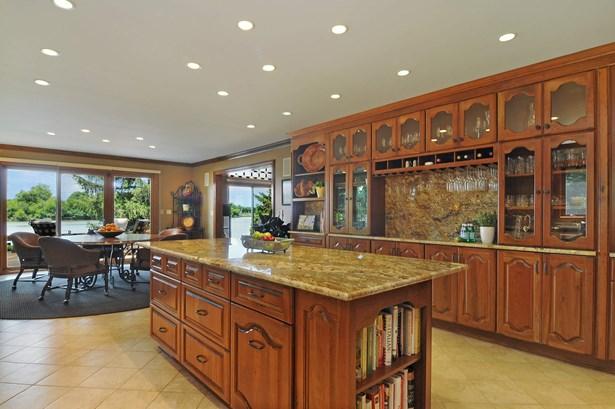 Kitchen/Breakfast Room (photo 3)