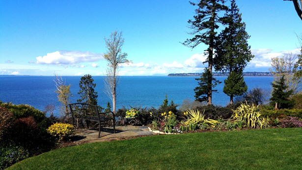 Expansive views from yard & house (photo 3)