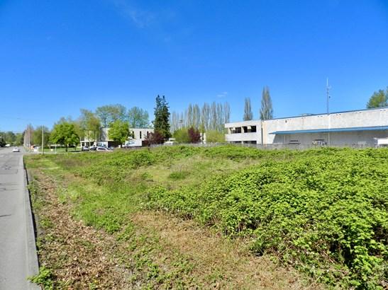 Property (photo 5)