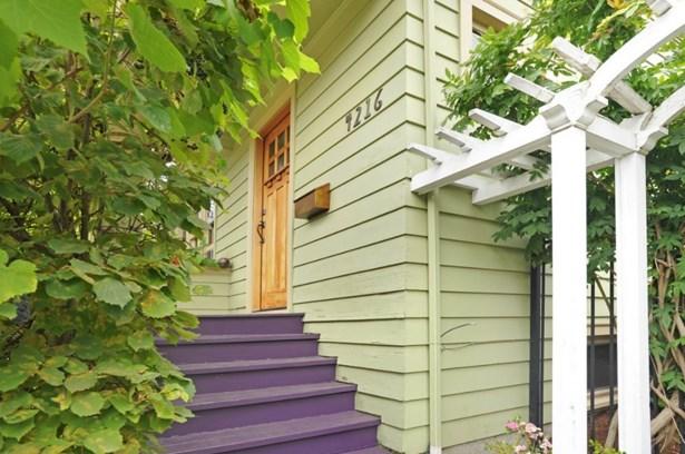 4216 Sw Raymond St., Seattle, WA - USA (photo 2)