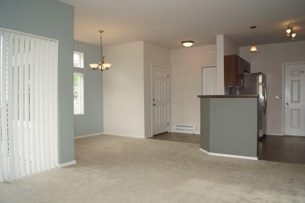 Property photos (photo 4)