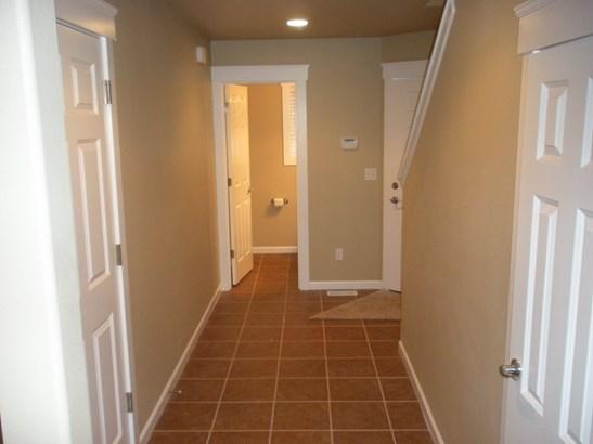Interior photos (photo 2)