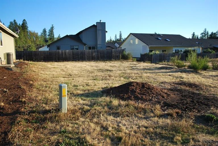 241 Red Cedar Lane, Cave Junction, OR - USA (photo 2)