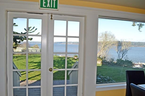 Interior views (photo 2)