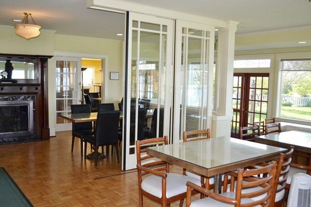 Interior views (photo 5)