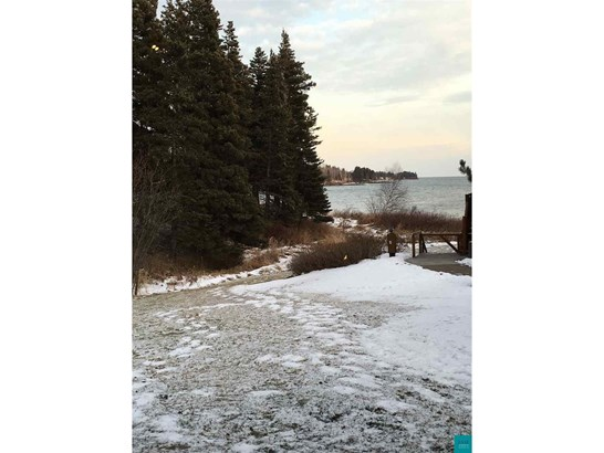 2826 Hwy 61, Two Harbors, MN - USA (photo 5)