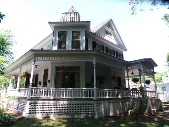 Victorian, Single Family - Franklin, NH (photo 3)