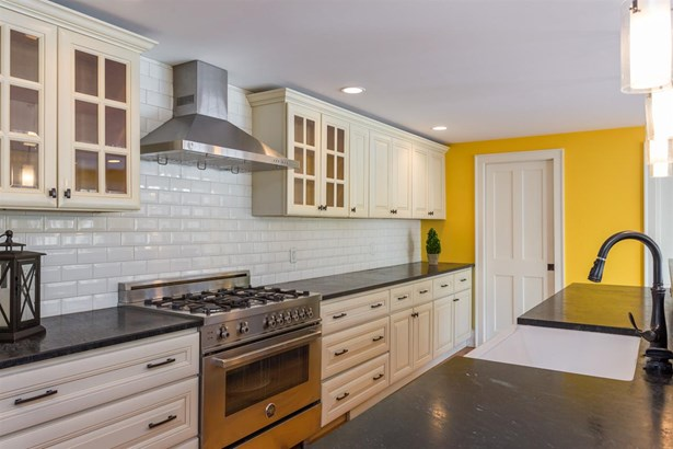 Colonial, Single Family - Exeter, NH (photo 5)