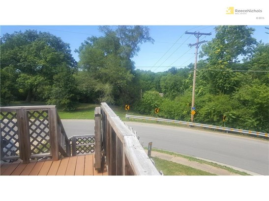 Raised Ranch on a corner lot, new front deck! (photo 1)
