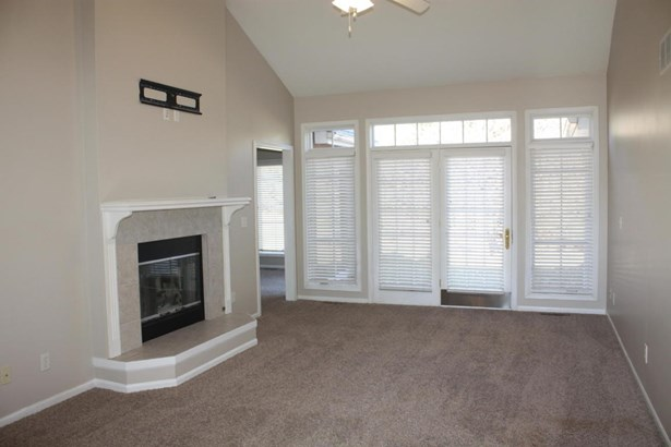 Great room with fireplace (photo 4)